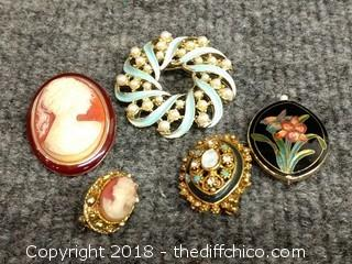 Vintage Brooches/Pendants