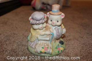 Porcelain Two Bear Figuire