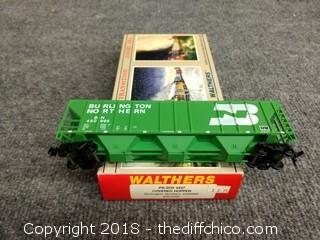 Walthers PS-2CD 4427 Covered Hopper Burlington Northern #4509950932-5702 - NEW IN BOX