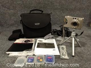 Working Gateway DC-T50 Camera with Case, Tripod and Accessories