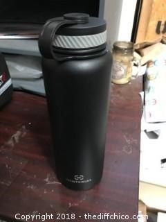 Winterial 40 Oz Black Insulated Water Bottle (J63)